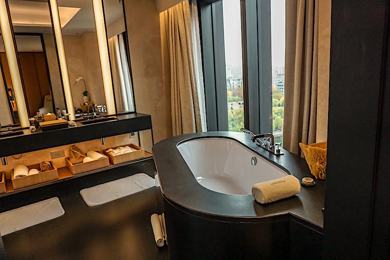 Bulgari Hotel Beijing Deluxe Suite bath image