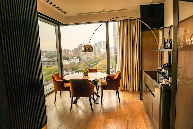 Bulgari Hotel Beijing Deluxe Suite dining room image