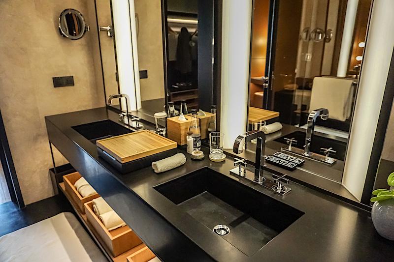 Bulgari Hotel Beijing guest room bath image