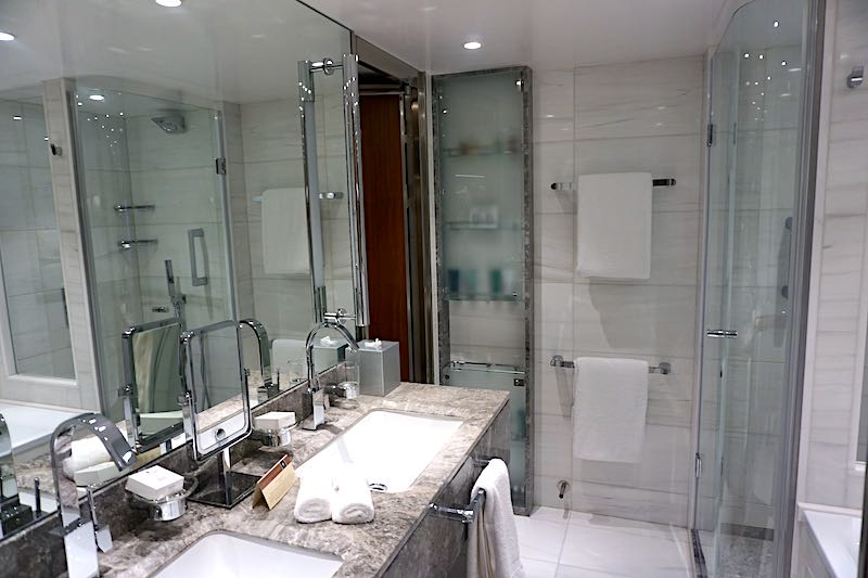 Seabourn Encore Penthouse Suite bath image