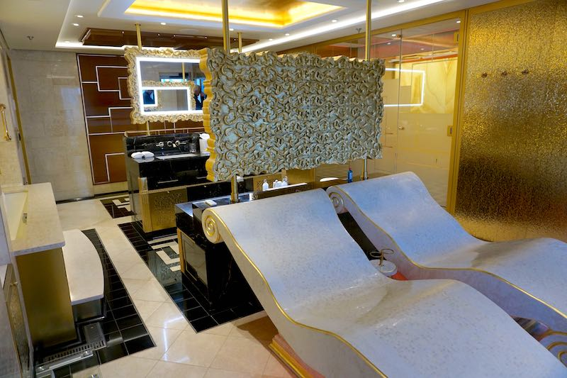 Regent Explorer Regent Suite master bath image