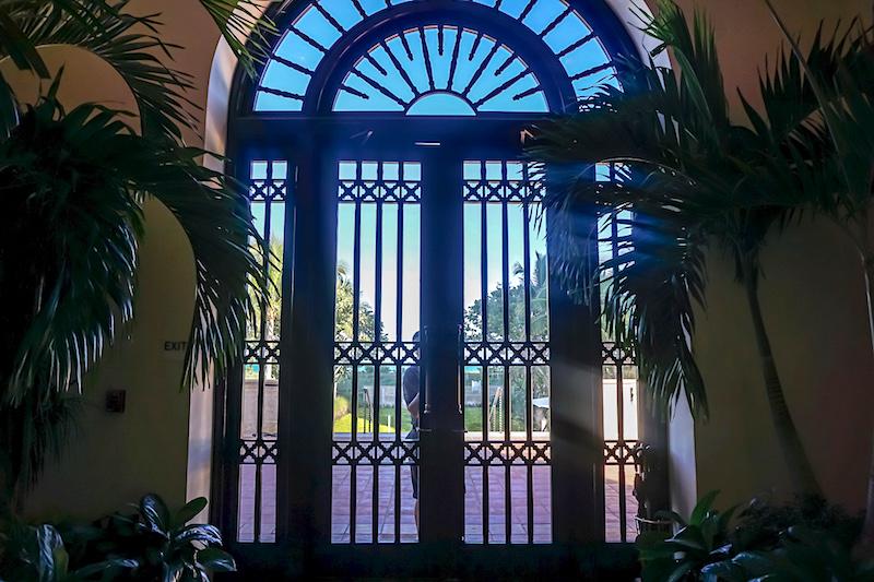 Four Seasons, The Surf Club door opener image