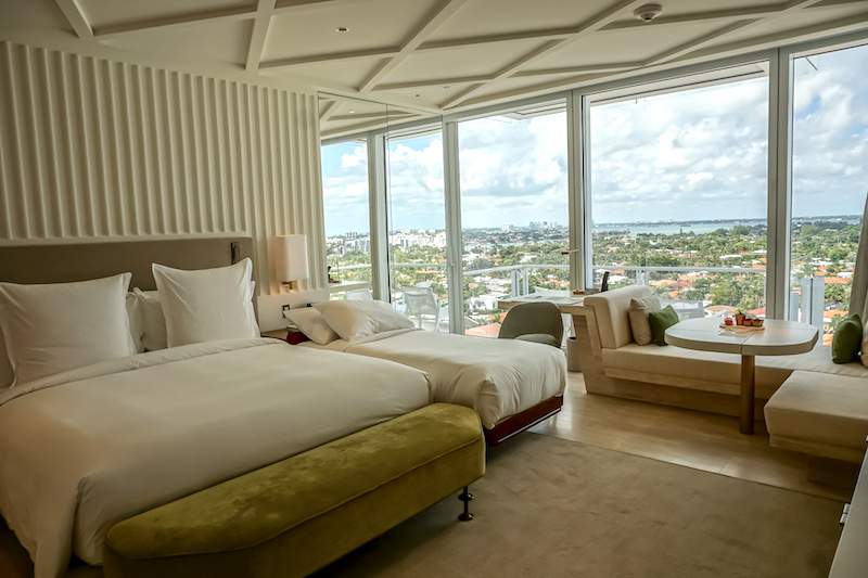 Four Seasons, The Surf Club  City View Guest Room