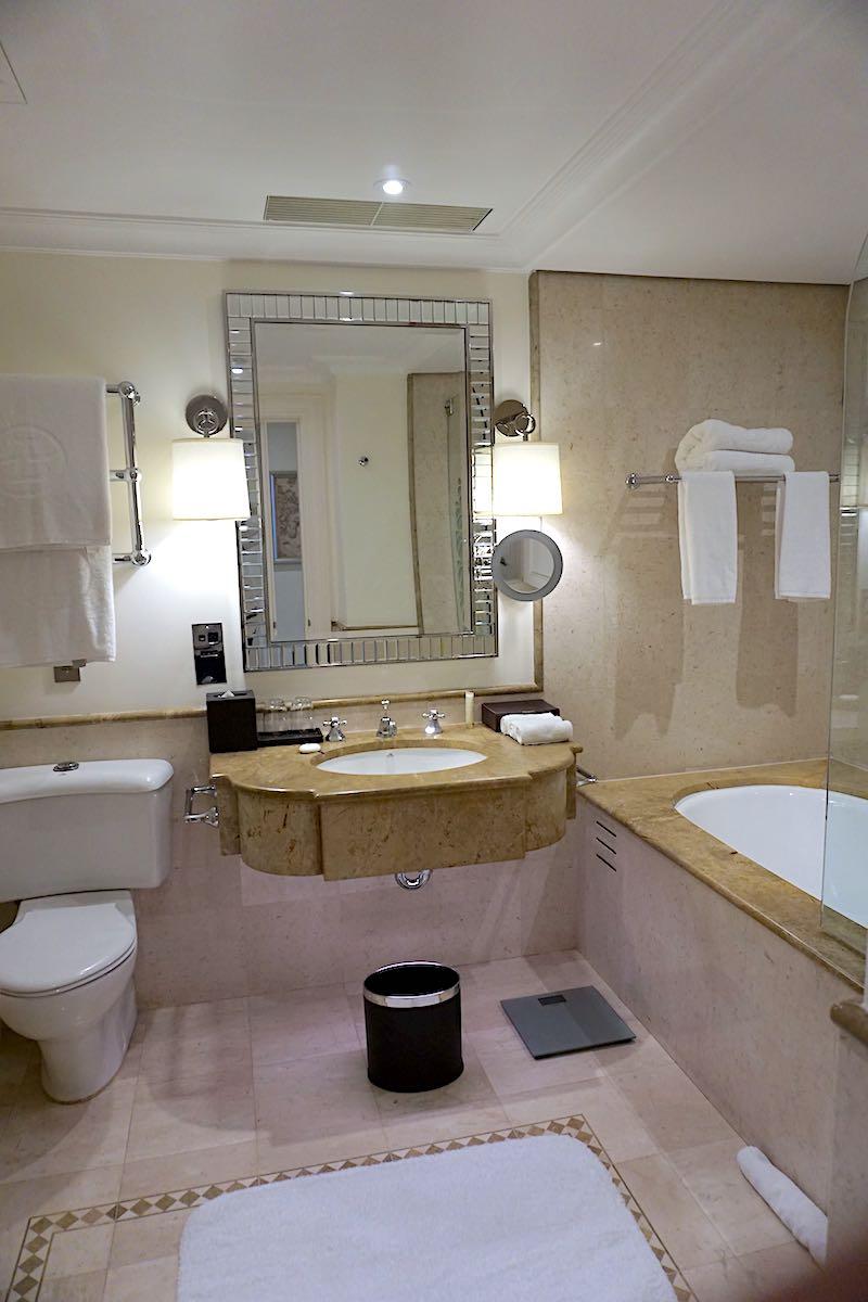 The Langham Sydney guest room bath image