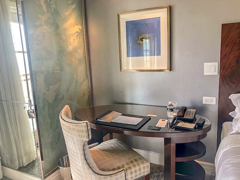 Ritz Carlton Laguna Niguel guest room desk image