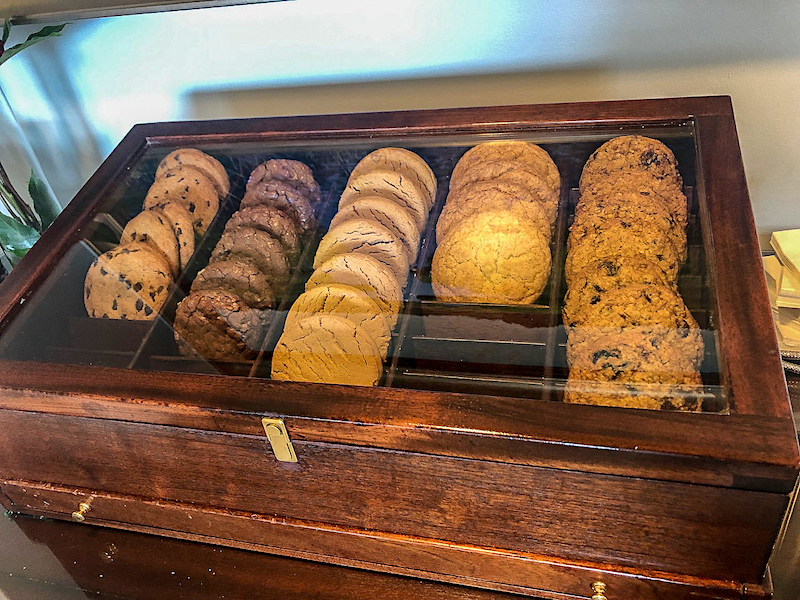 Ritz Carlton Orlando Concierge Club lounge cookie humidor image