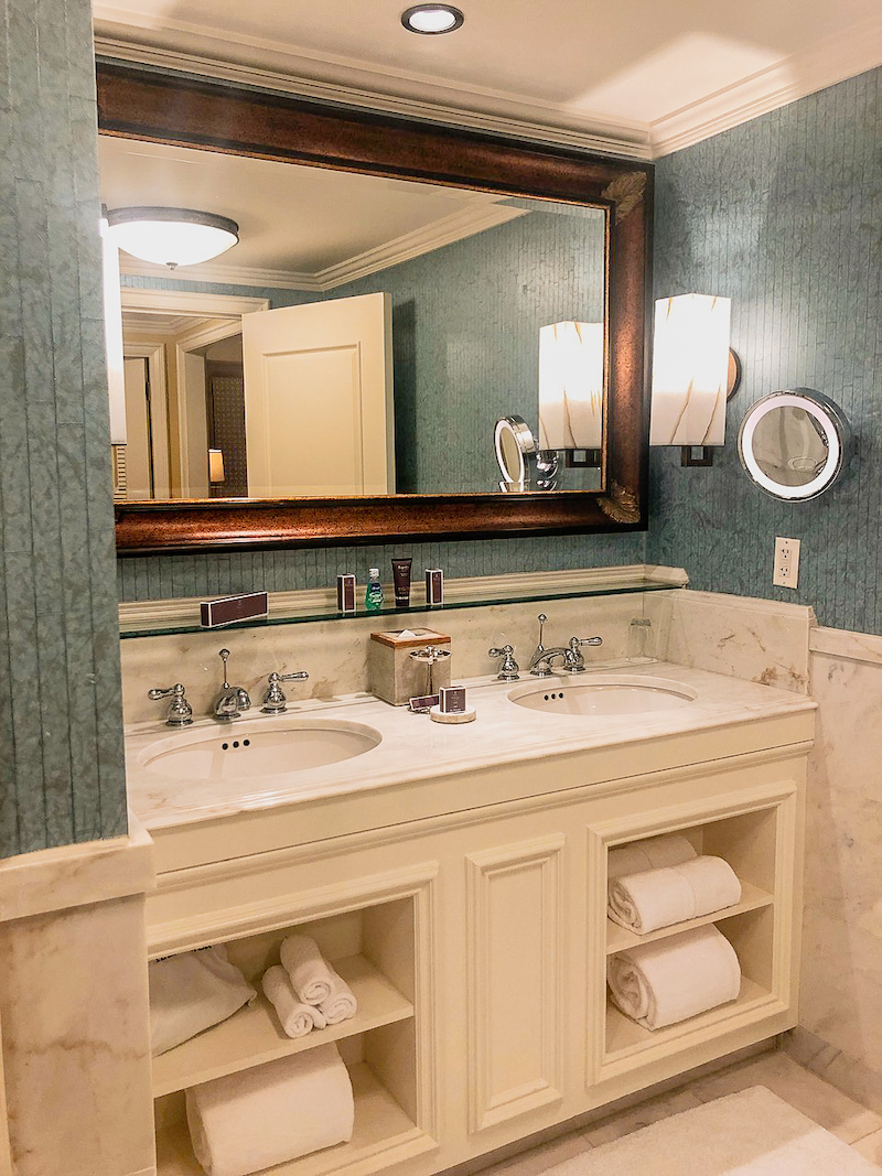 Ritz Carlton Orlando Executive Suite bathroom image