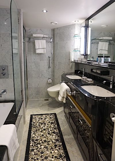 Regent Explorer Superior Suite bath image
