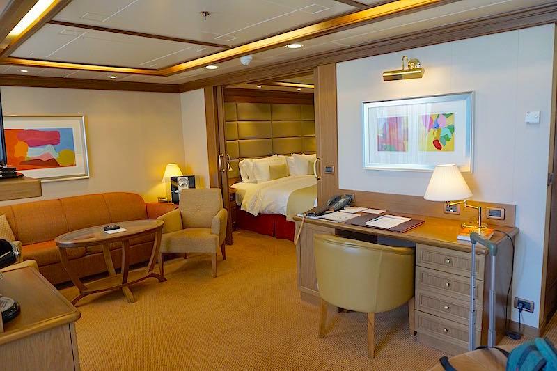 Silversea's Silver Spirit Silver Suite livingroom image